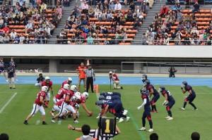 早慶アメフトの熱戦 ー早稲田大学競技スポーツセンターのフェイスブックより転載-